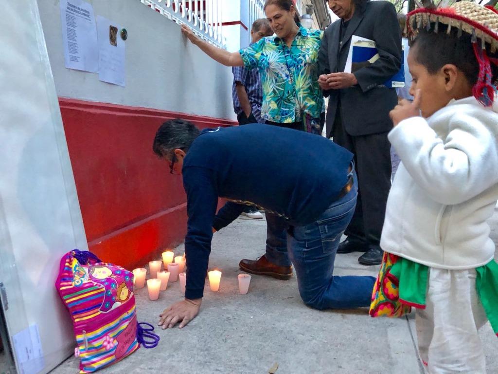 """Photo of #Vídeo Ponen Altar A Virgen De Guadalupe Para Que """"Cuide Y Proteja A AMLO"""""""