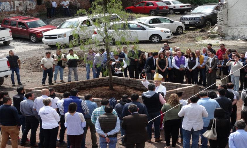 Photo of #Morelia Alcalde Planta Árbol Bendito Por Papa Y Da Inició Construcción De Plaza Paz