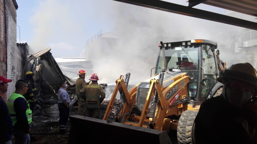Photo of Incendio En Megacable De Zamora Deja 4 Autos Calcinados Y Cobre Y Aluminio Consumido