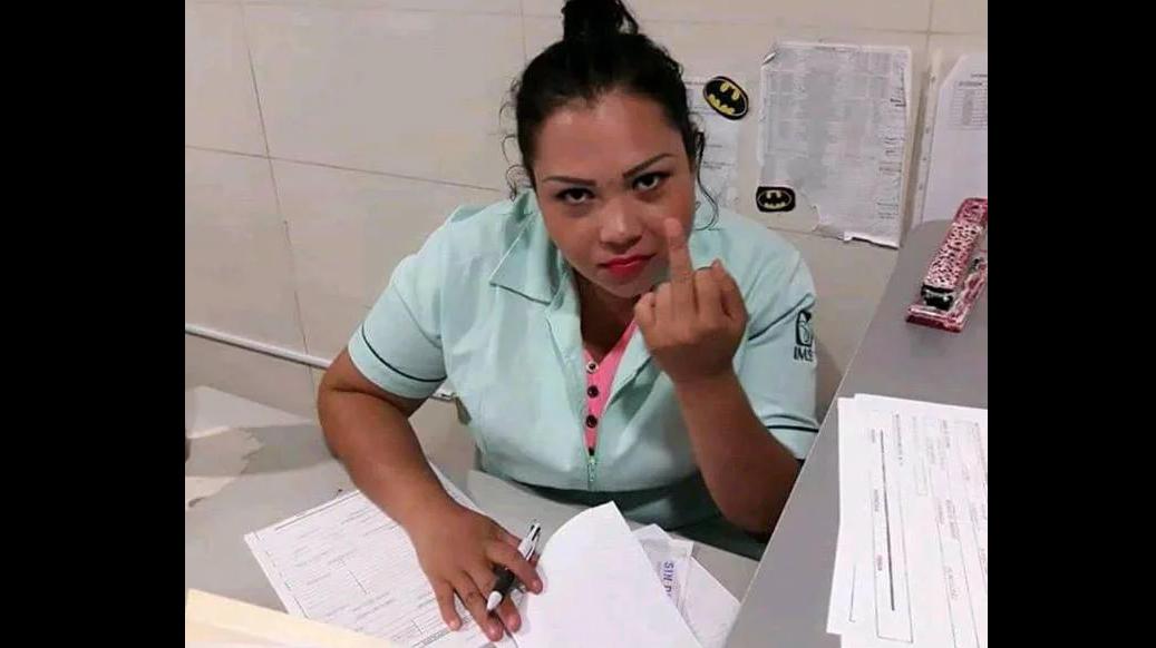 """Photo of Entre Que Era Juego Y No IMSS Separa De Cargo A Asistente """"Por Andar Pintando Dedo"""""""