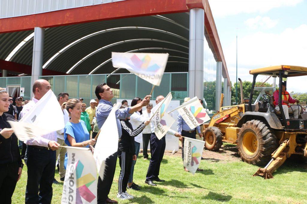"""Photo of #Michoacán Silvano Entrega Obras Deportivas En El """"Venus"""" E Inicia Trabajos De Alberca Olímpica"""