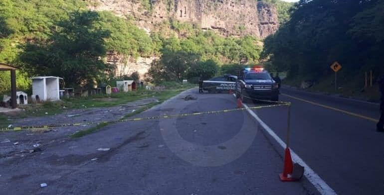 """Photo of #Michoacán Encuentran Cadáver Torturado Y Con Bala Cerca De Capillas """"Santa Muerte"""" En Gabriel Zamora"""
