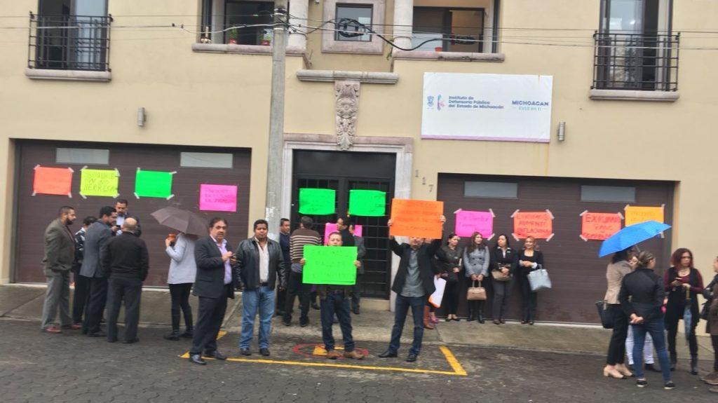 Photo of #Michoacán Trabajadores De Defensoría Pública Toman Instalaciones Por Falta De Pago