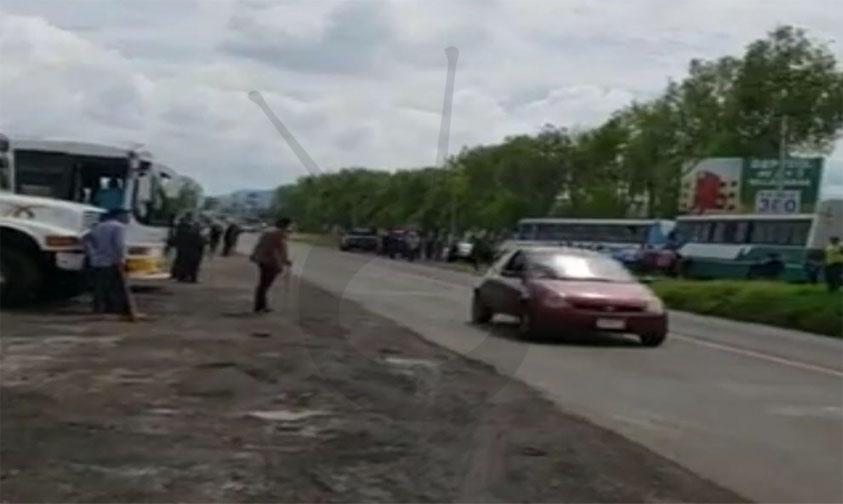 Photo of Se Agarran A Palos Transportistas En La Morelia-Zinapécuaro