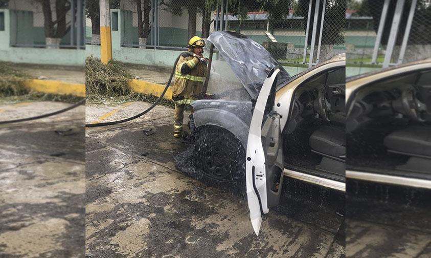 Photo of #Paracho Por Falla Mecánica Se Incendia Camioneta En La Colonia Villa Artesanal
