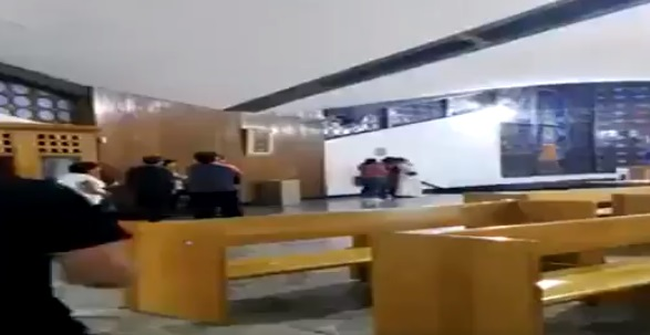 Photo of #Video En San Luis Potosí Bato Amenaza Con Degollar A Monja En Media Misa