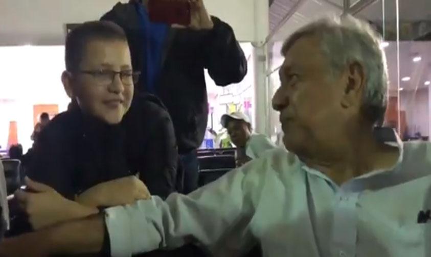Photo of #Vídeo Mientras Espera AMLO Su Vuelo Platica Con Niño Sobre Beisbol