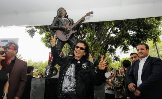 Photo of #Vídeo ¡Viva El Rock And Roll! Develan Estatua De Alex Lora En Puebla