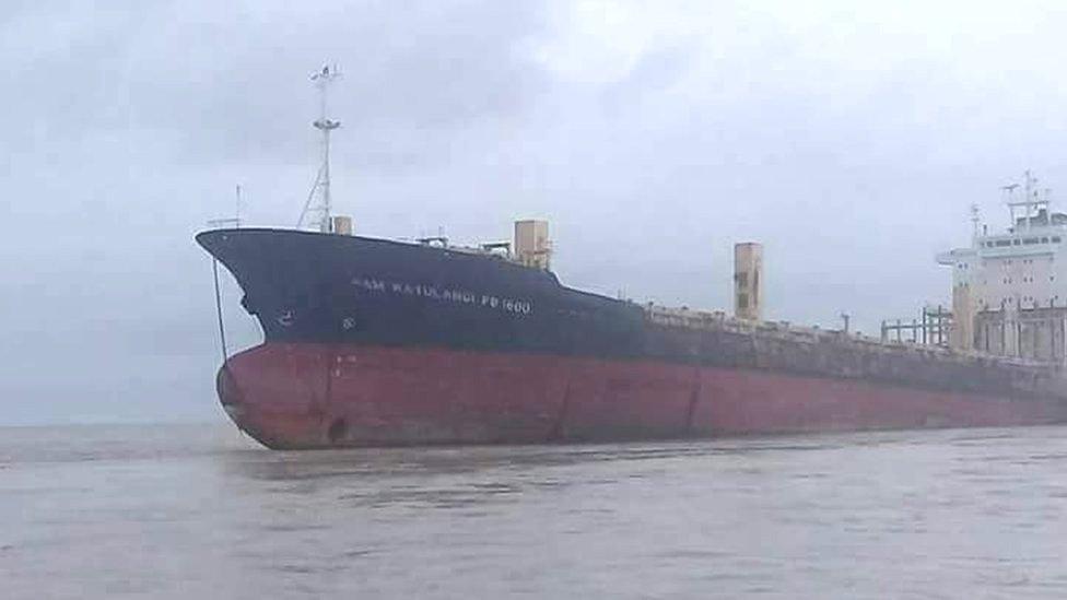 Photo of Aparece Barco Fantasma Sin Tripulación En Birmania