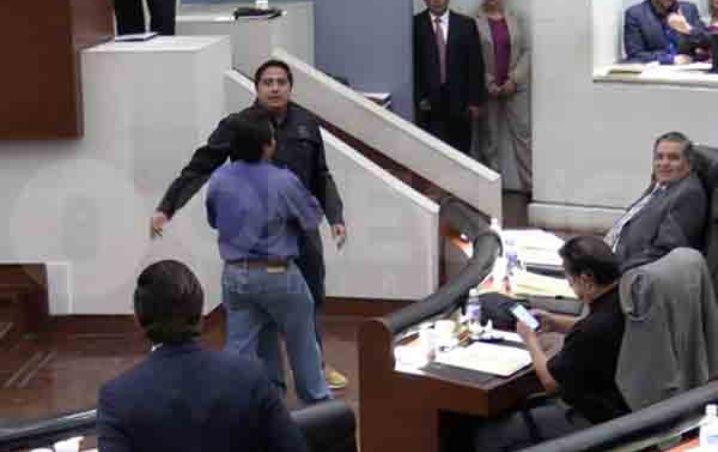"""Photo of #Video """"Con Su Sangre Me Voy A Pintar Los Cachetes"""": Diputado Del PRI A Activistas"""