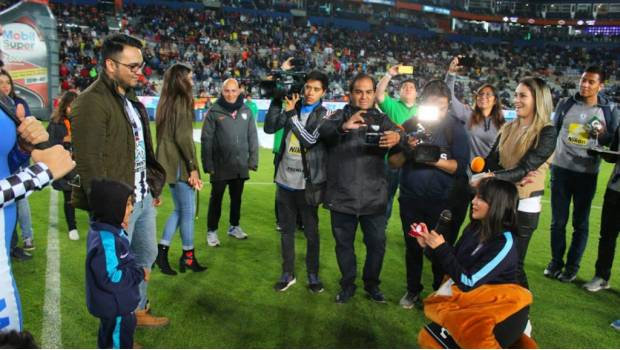 Photo of #Video Aficionada Del Pachuca Pide Matrimonio A Novio En El Estadio