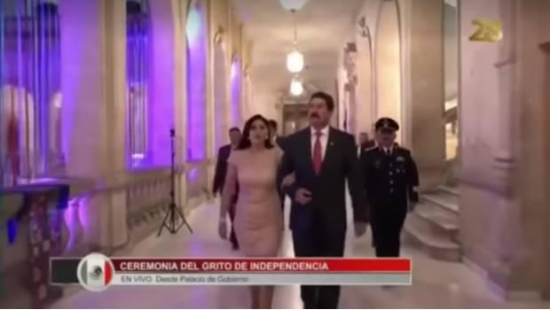 """Photo of #Vídeo Técnicos Dejan Micrófono Encendido Y Llaman """"Mamacita"""" A Esposa De Gobernador De Chihuahua"""