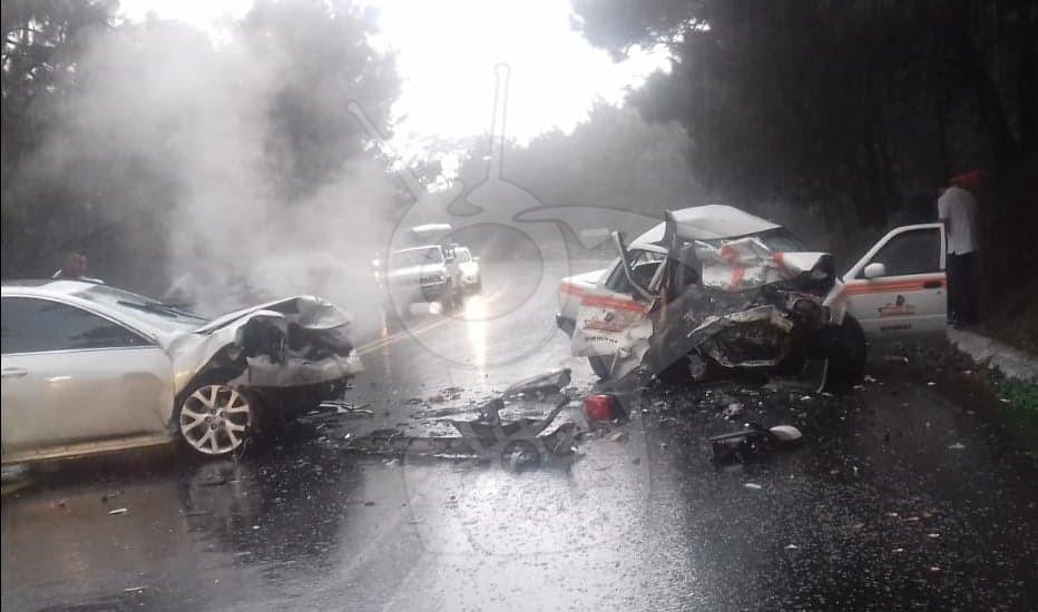 """Photo of #Uruapan En Choque Entre Taxi """"Mirindos"""" Y Mazda Mueren Una Mujer Y Una Niña"""