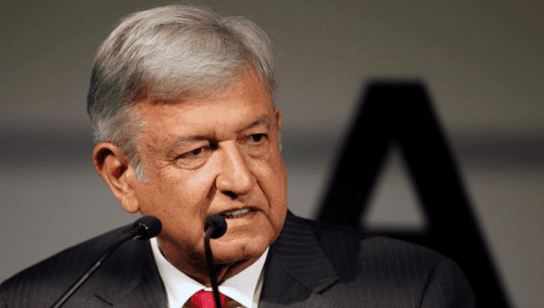 "Photo of ""No Soy Dictador"" Responde AMLO A Multitud"