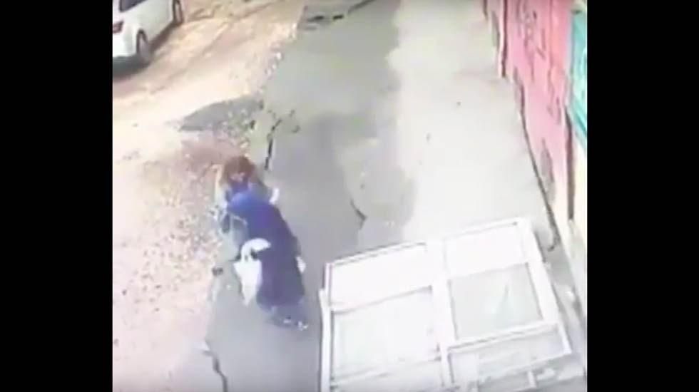 Photo of #Vídeo Mujeres Son Tragadas Por El Suelo