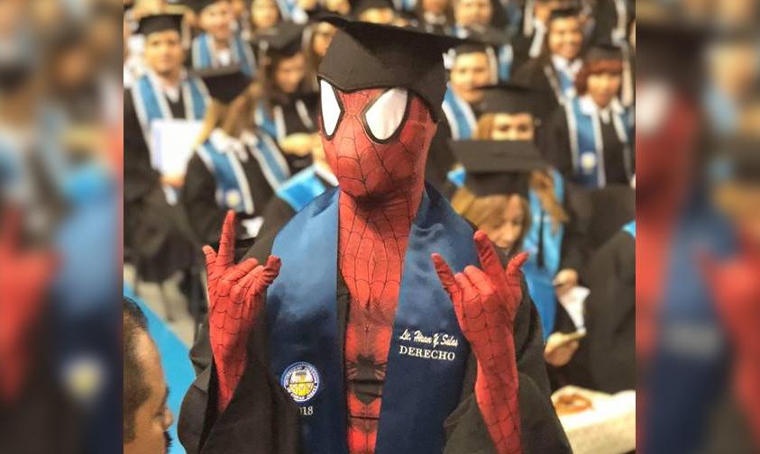 Photo of #VIDEO ¡Sorprendente! Spiderman Se Gradúa En México