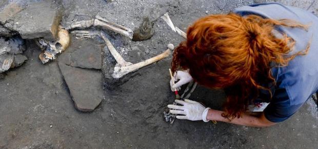 Photo of OMG! Descubren 2 Cuerpos De Mujeres Y 3 De Niños En Ruinas De Pompeya