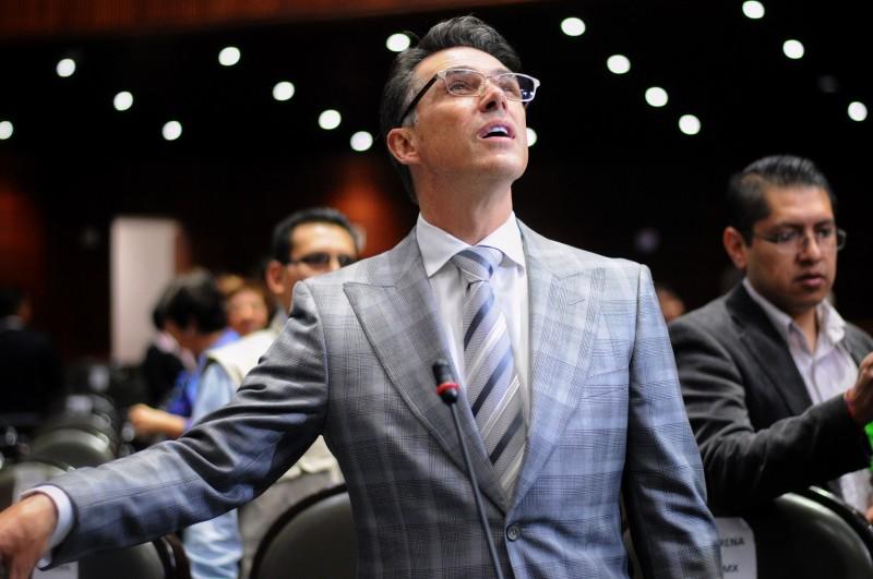 Photo of ¡La Nueva De Sergio Mayer! Ahora Comparte Links Para Descargar Libros De Manera Ilegal
