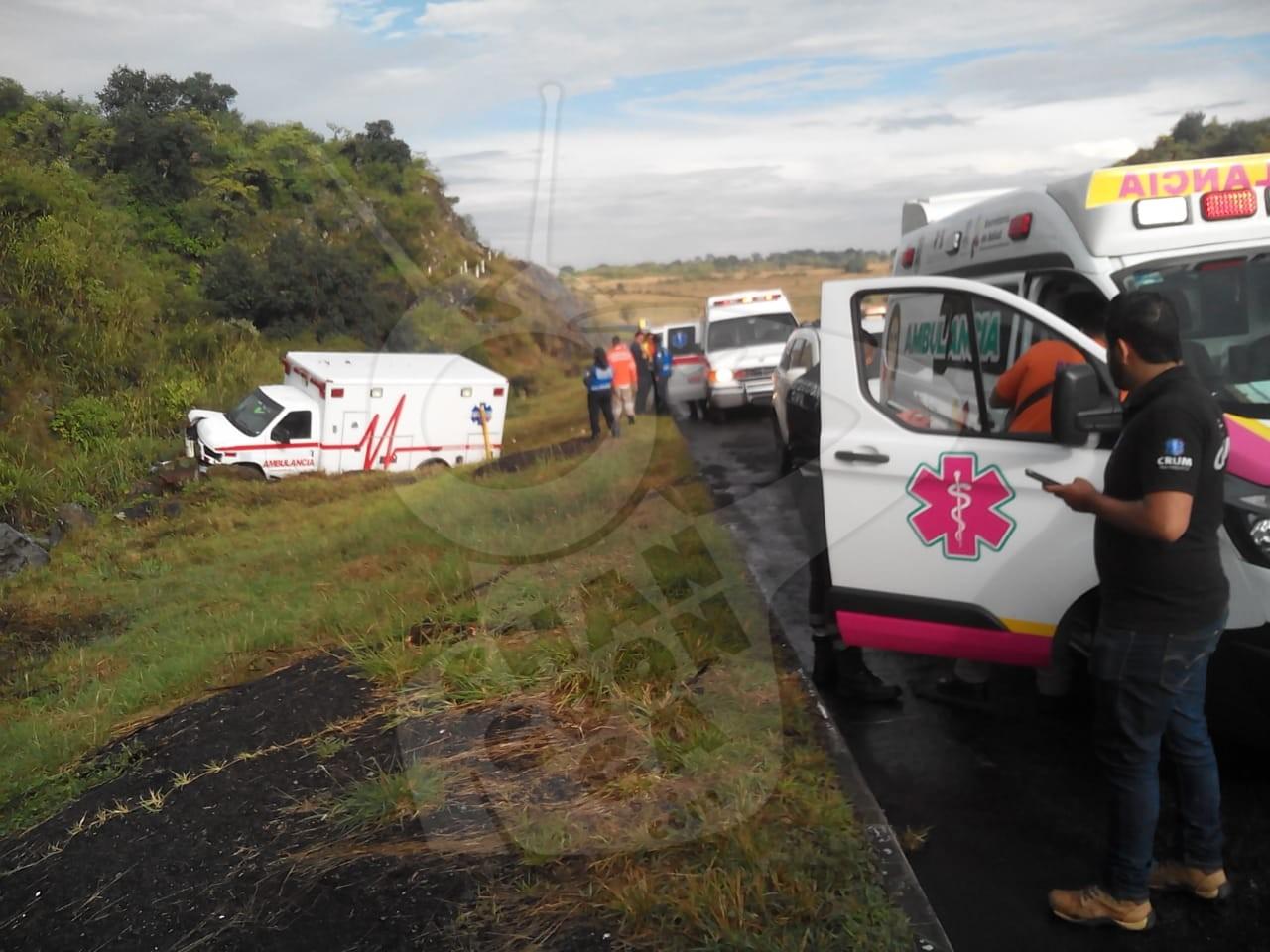 Photo of #Michoacán En La Panindícuaro-Ecuandureo Se Vuelca Ambulancia Sysmedic, Hay 3 Rescatista Heridos