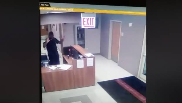 Photo of #Video Vio Un Fantasma Y Todos Lo Creyeron Loco Hasta Ver Las Cámaras De Seguridad