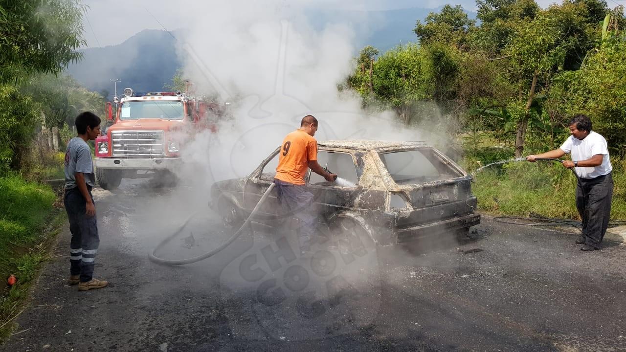 Photo of #Zitácuaro Auto Se Incendia Por Falla Mecánica, No Hay Pérdidas Humanas