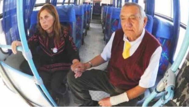 Photo of #Vídeo Esposo Lleva Consigo A Todas Partes A Su Esposa Con Alzheimer