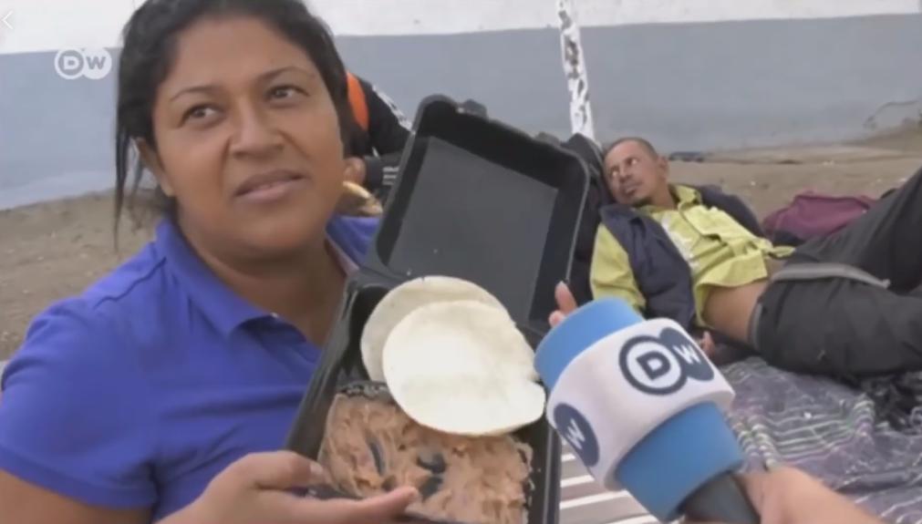 Photo of #Vídeo Frijoles Y Tortilla Son Comida Para Los Puercos: Migrante Hondureña