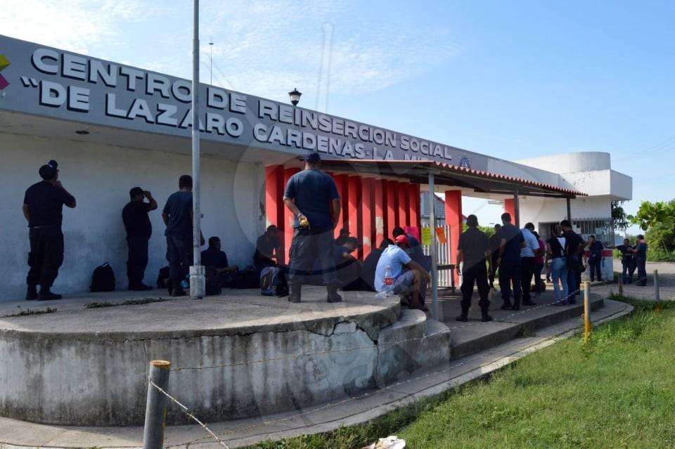 Photo of #LázaroCárdenas Trabajadores De Penitenciaría Mantienen Paro En Exigencia De Mejoras