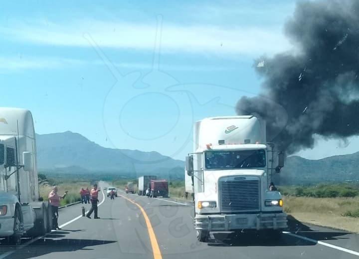 Photo of Se Incendia Tráiler Por Falla Mecánica En La Siglo XXI