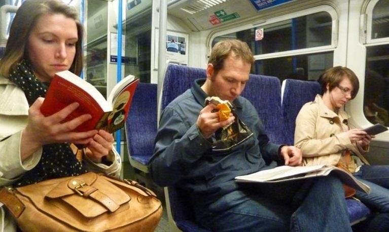 Photo of Todos Los Que Leen Viajan Gratis En Este Tren