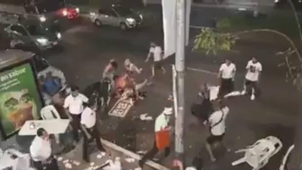 Photo of #Video Chilangos Vs Costeños, Se Agarran A Sillazos En Taquería
