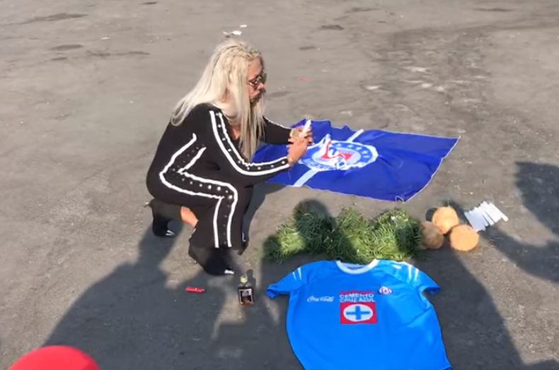 Photo of #Vídeo Bruja Zulema Hace Limpia A La Maquina Para Evitar Cruzazuleada