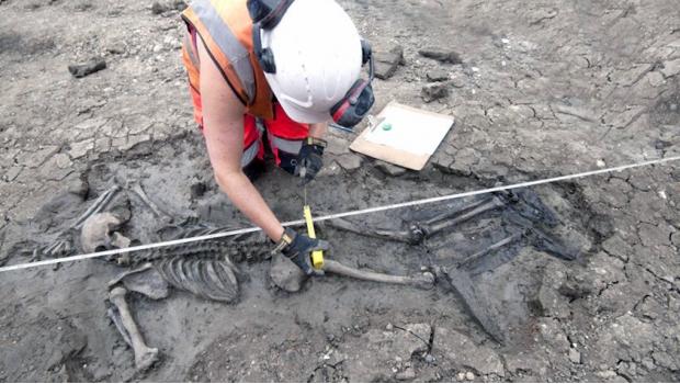 Photo of Encuentran Esqueleto De Hace 500 Años Y Aún Conserva Sus Botas Puestas