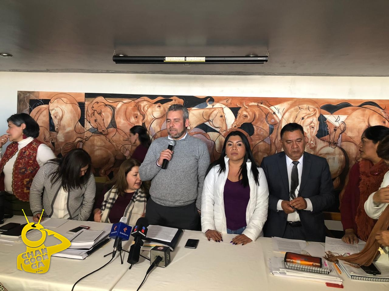 Photo of Congresista Pide A Silvano: ¡Deja De Estar 'Comprando' Diputados!