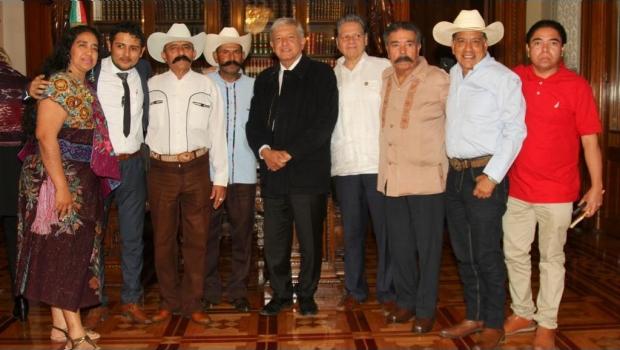 Photo of AMLO Se Reúne Con Familiares De Emiliano Zapata