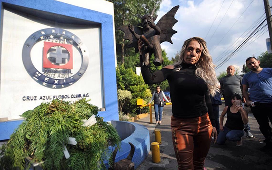 """Photo of """"Por Culpa De Esos Desgraciados Recibí Mentadas"""" Bruja Zulema Contra Cruz Azul"""