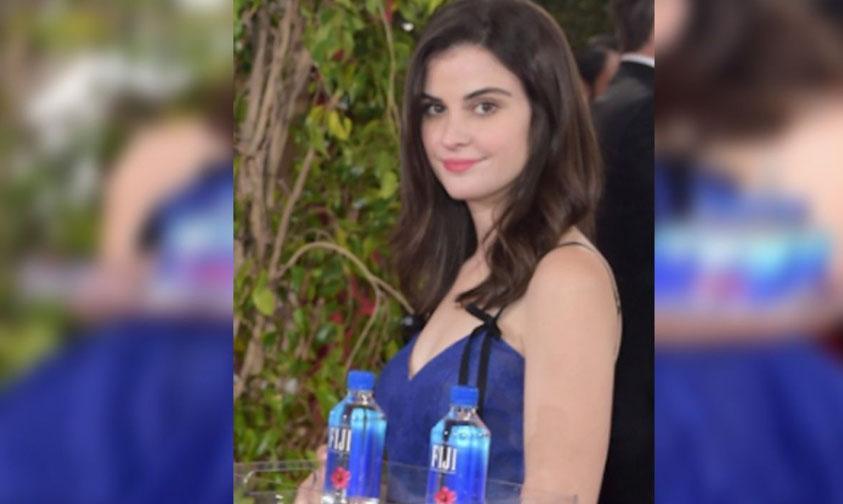 Photo of Chica Del Agua Roba Miradas En Pasarela De Los Globos De Oro