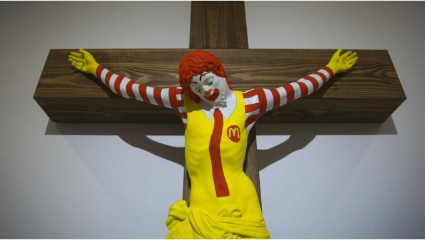 Photo of #WTF Exponen Obra Con Ronald McDonald Crucificado Y Crsitianos Se Enojan