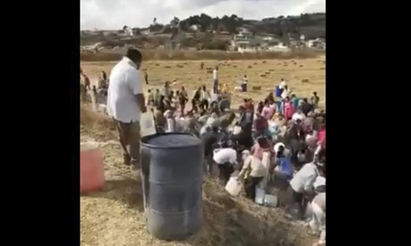 Photo of #Video Ciudadanos Ordeñando Gasolina En Acambay #EdoDeMex