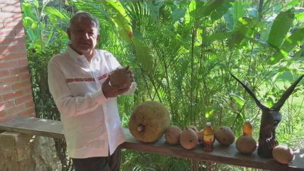 Photo of #Video AMLO Comparte Regalos Recibidos En Palenque, Chiapas
