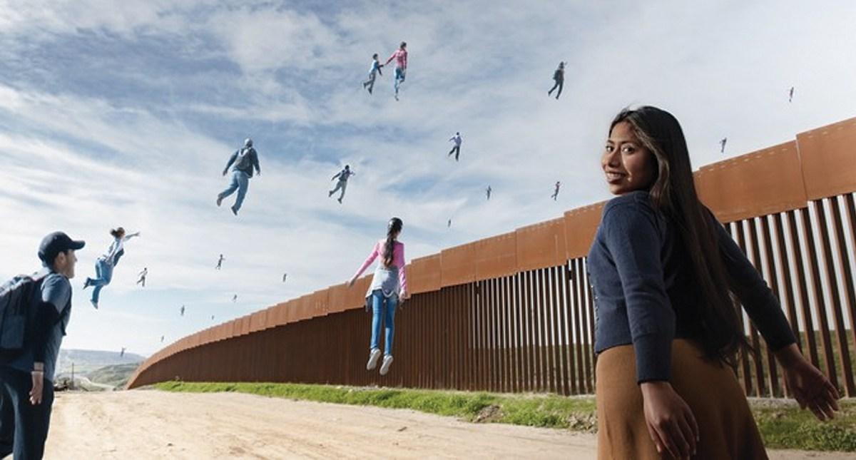 Photo of Esta Es La Sesión Que Yalitza Aparicio Hizo Frente A La Frontera Con Estado Unidos