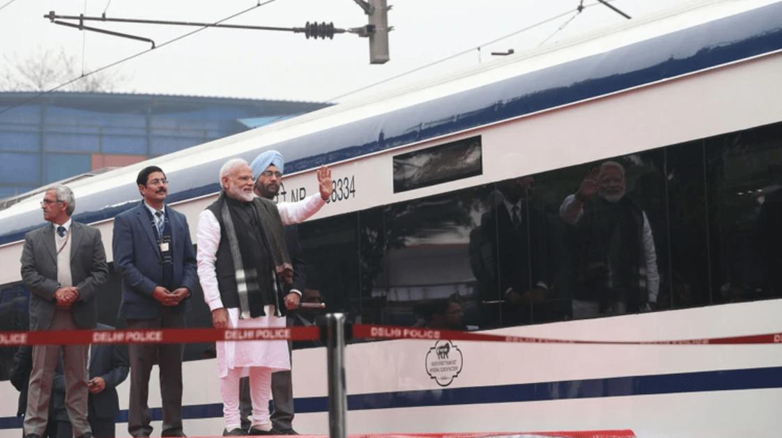 Photo of Inauguran Tren Más Rápido De India; Choca Contra Una Vaca