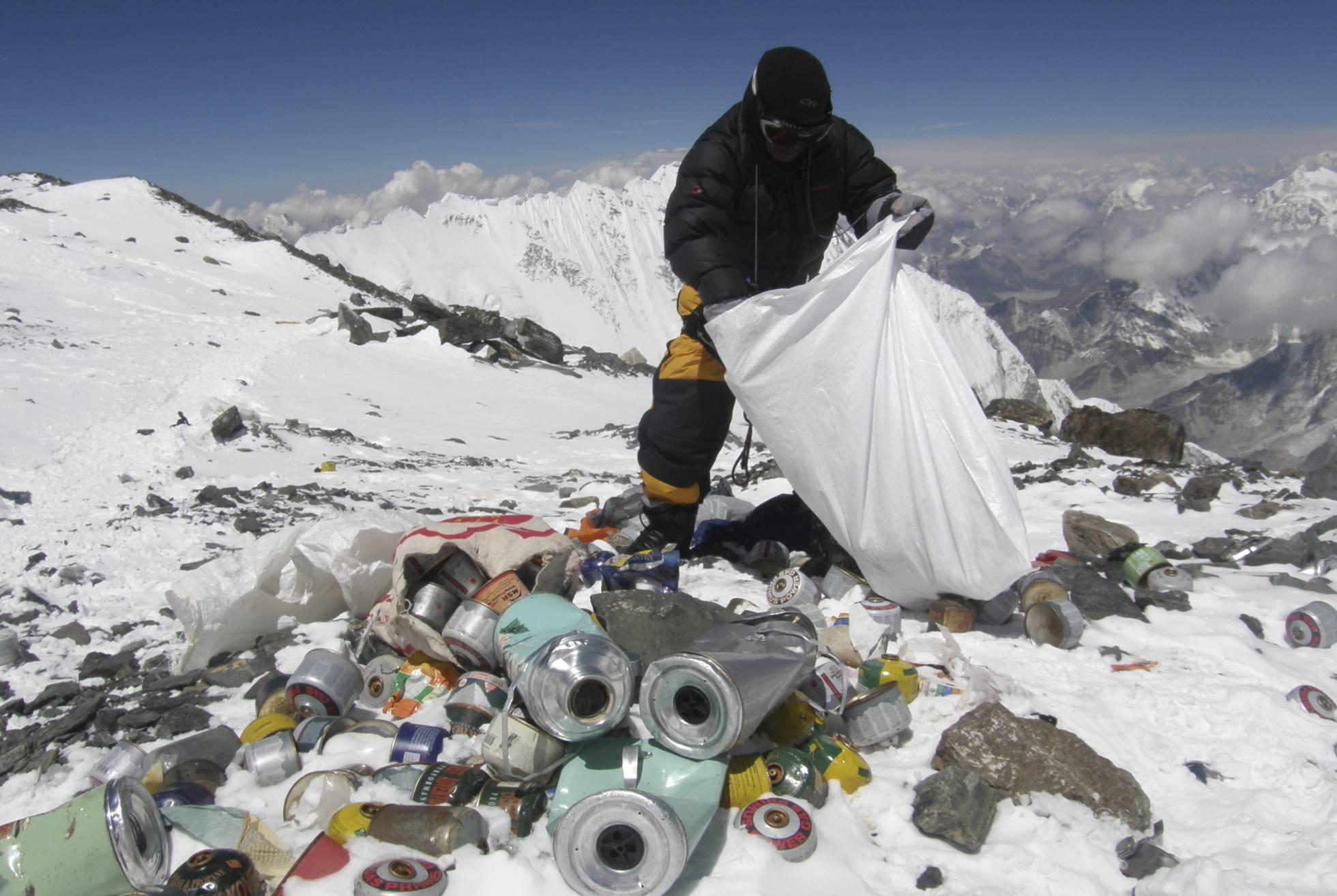 Photo of Ya No Podrás Subir Al Monte Everest; Chinos Cierran Acceso Por Acumulación De Basura
