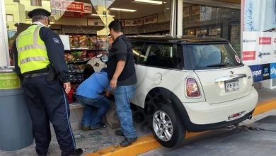 Photo of #Morelia Conductor Aparentemente Ebrio Se 'Metió' Con Su Mini Cooper Al Oxxo