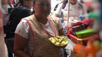 Photo of Adiós Platos, Vendedores De Pátzcuaro Se Ponen Las Pilas Y Sirven Comida En Repollo