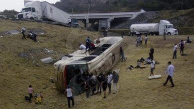 Photo of #Michoacán Autobús Vuelca En La Morelia-Salamanca Hay Varios Heridos