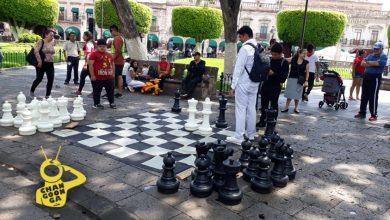 Photo of Morelianos Disfrutan De Ajedrez Gigante En El Centro Histórico