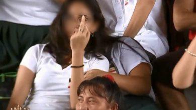 Photo of #Video Morrita Hace Seña Con Dedo Medio En Mitin De AMLO