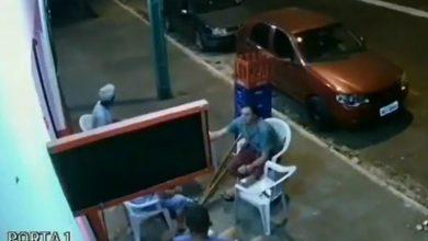 Photo of #Video A Carro En Movimiento Se Le Sale Llanta Y Atropella A Chavo En Muletas