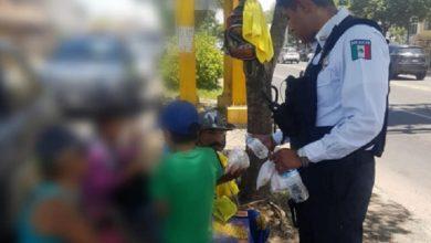 Photo of #Morelia Buena Onda! Policía Les Compra Agua Y Tortas A Chavitos Vendedores En Cruceros